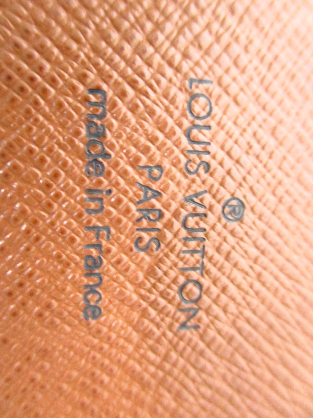 LOUIS VUITTON(ルイヴィトン)のポルト カルト・パス ヴェルティカル
