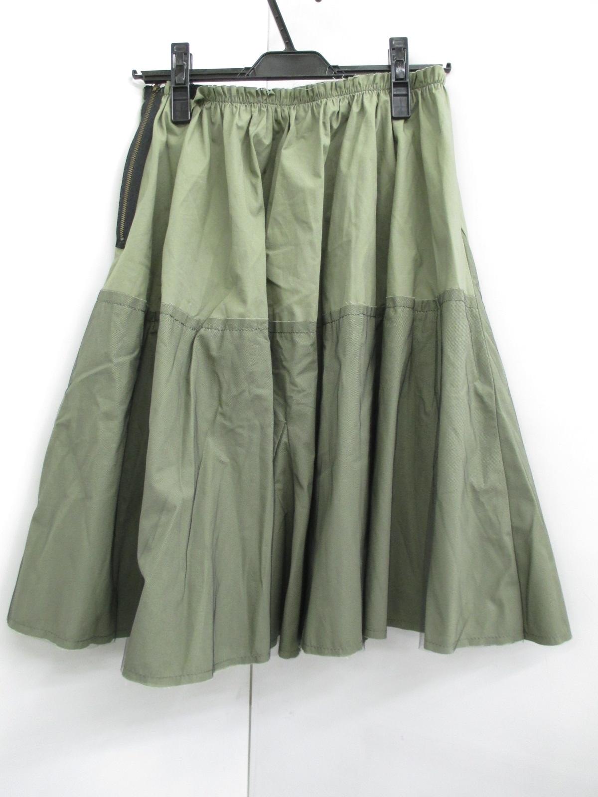 C.PILI(ピリ)のスカート