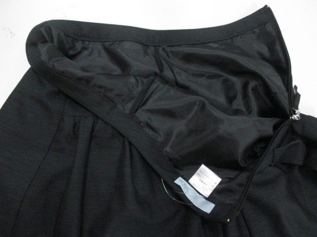 madre(マドーレ)のスカート