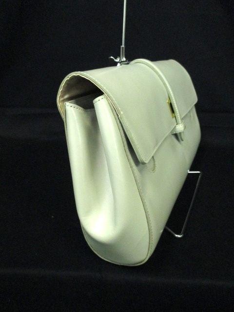 LAPLUME SAMANTHA THAVASA(LPST)(ラプリュムサマンサタバサ)のクラッチバッグ