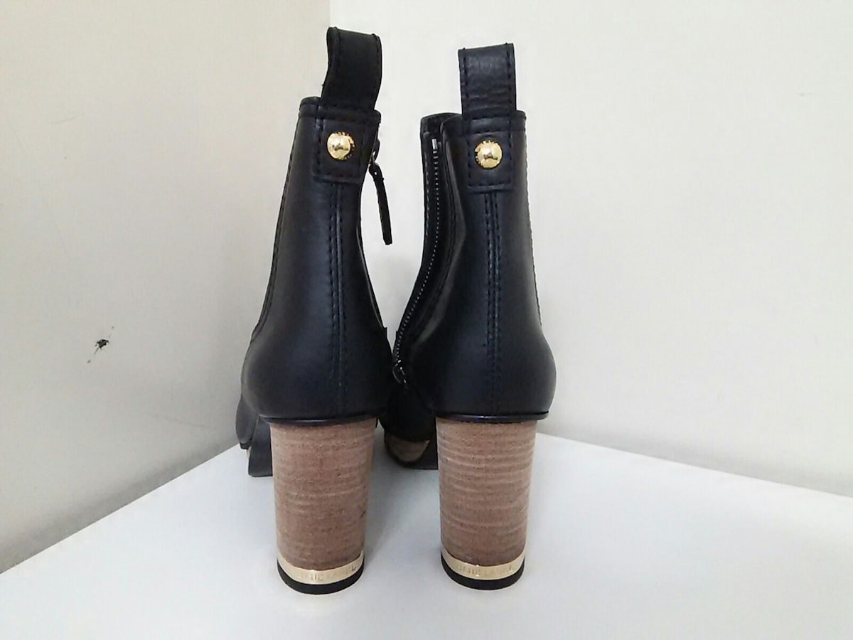 BLUE LABEL CRESTBRIDGE(ブルーレーベルクレストブリッジ)のブーツ