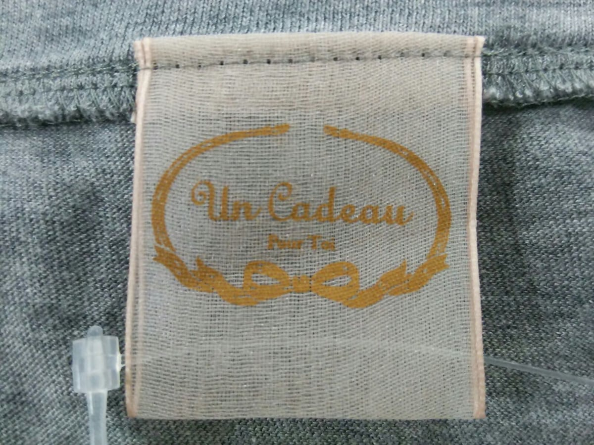 Un Cadeau(アンカドゥ)のカーディガン