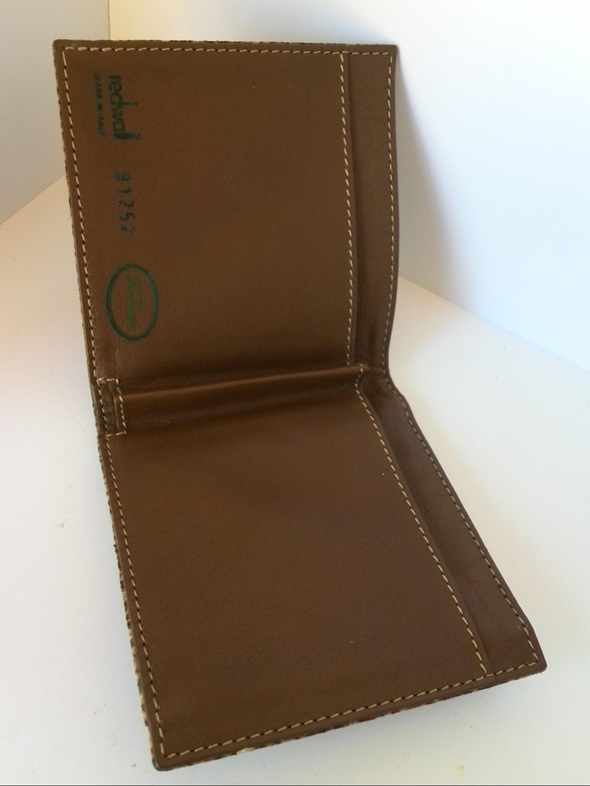 REDWALL(レッドウォール)の2つ折り財布