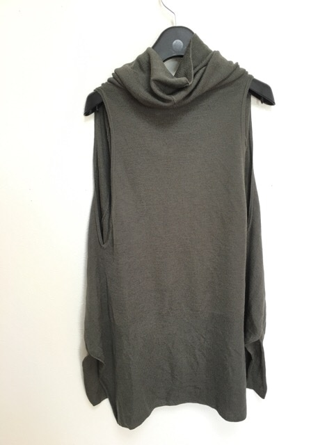 芽風(メフウ/センソユニコ)のセーター