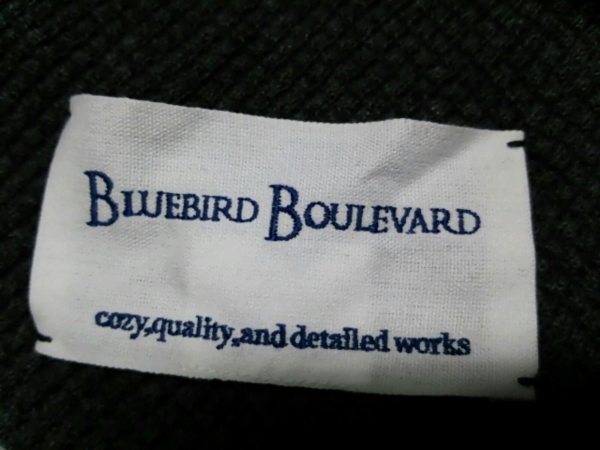 BLUEBIRDBOULEVARD(ブルーバード・ブルーバード)のマフラー