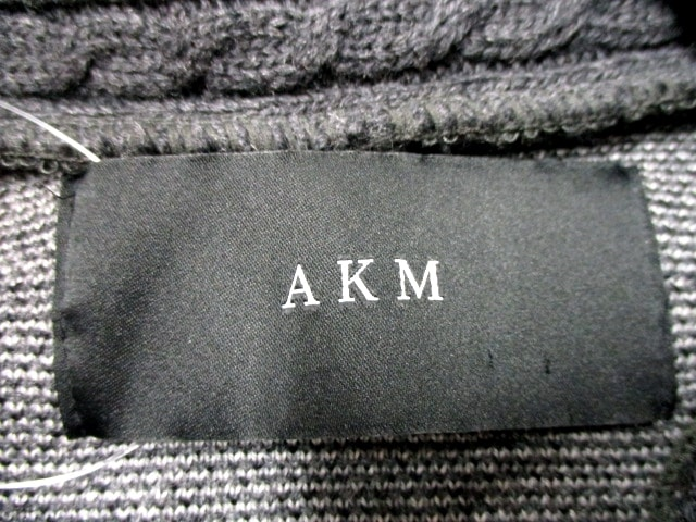AKM(エーケーエム)のカーディガン