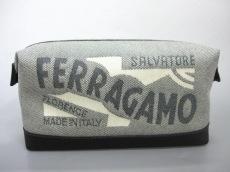 SalvatoreFerragamo(サルバトーレフェラガモ)のポーチ