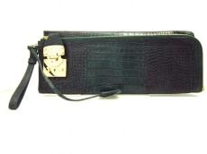 DKNY(ダナキャラン)のクラッチバッグ