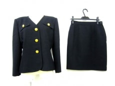GIVENCHY(ジバンシー)のスカートスーツ