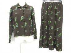 萌(もゆる)のスカートスーツ