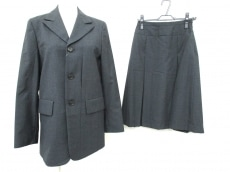 I.S.sunao kuwahara(スナオクワハラ)のスカートスーツ