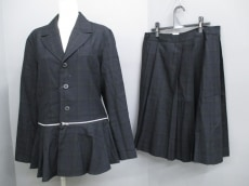 pour deux(プルドゥ)のスカートスーツ