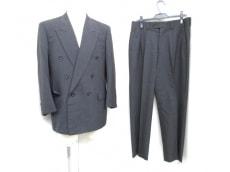 Dupont(デュポン)のメンズスーツ