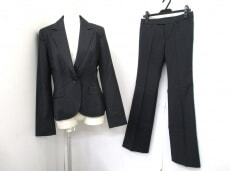 base e nuovo(バーゼエヌオボ)のレディースパンツスーツ