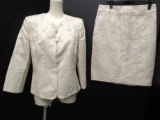 ARMANICOLLEZIONI(アルマーニコレッツォーニ)のスカートスーツ