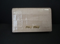 miumiu(ミュウミュウ)の名刺入れ