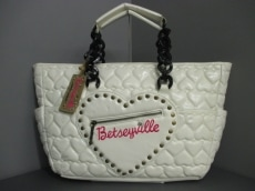 Betseyville(ベッツィーヴィル)のトートバッグ