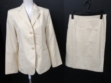 23区(ニジュウサンク)のスカートスーツ