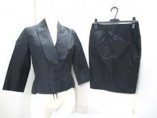 ENCHANTEMENT...?(アンシャントマン)のスカートスーツ