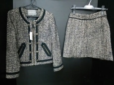 31Sonsdemode(トランテアンソンドゥモード)のスカートスーツ