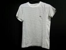 1 piu 1 uguale 3(ウノ ピュ ウノ ウグァーレ トレ)のTシャツ