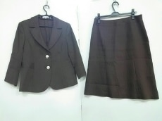 lapine blanche(ラピーヌブランシュ)のスカートスーツ