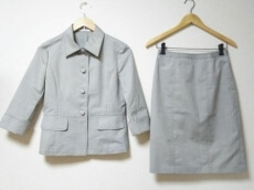 a.v.v.(アーヴェヴェ)のスカートスーツ