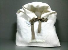 mina perhonen (mina)(ミナペルホネン)のポーチ