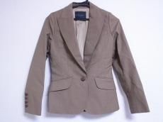 Le verseaunoir(ルヴェルソーノアール)のスカートスーツ