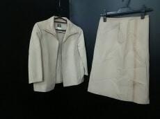 CESARE FABBRI(チェザレファブリ)のスカートスーツ