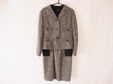 L'EQUIPE YOSHIE INABA(レキップ ヨシエイナバ)のワンピーススーツ