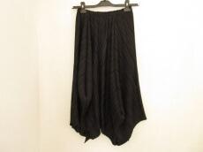 A.POC(イッセイミヤケ)のスカート
