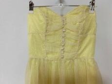 BETSEY JOHNSON(ベッツィージョンソン)のドレス