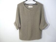 Petit Maison(プチメゾン)のセーター