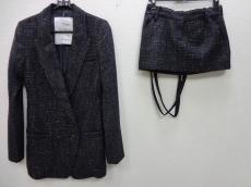 Three Hundred Thirty Days(スリーハンドレッドサーティーデイズ)のスカートスーツ