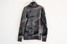 AKM(エーケーエム)のセーター
