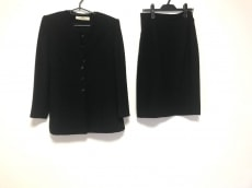 PIERRE BALMAIN(ピエールバルマン)のスカートスーツ