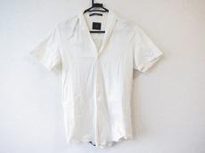 ato(アトウ)のシャツ