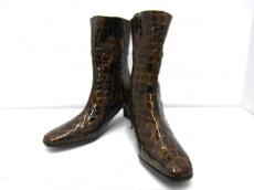 COCCO FIORE(コッコフィオーレ)のブーツ