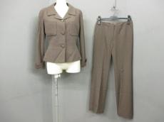 GIVENCHY(ジバンシー)のレディースパンツスーツ