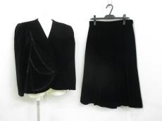 lapine rouge(ラピーヌルージュ)のスカートスーツ