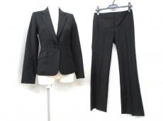 M-premierBLACK(エムプルミエブラック)のレディースパンツスーツ