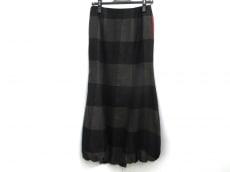 20471120(トゥオーフォーセブンワンワントゥオー)のスカート