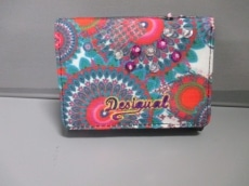 Desigual(デシグアル)の3つ折り財布