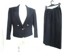 YUKISABURO WATANABE/渡辺雪三郎(ユキサブロウワタナベ)のスカートスーツ