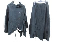 慈雨(ジウ/センソユニコ)のスカートスーツ
