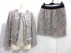 aA(アルファエー)のスカートスーツ