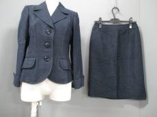modify(モディファイ)のスカートスーツ