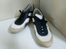 TOD'S(トッズ)のスニーカー