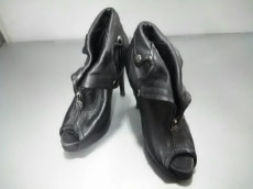 ALEXANDER McQUEEN(アレキサンダーマックイーン)のブーツ